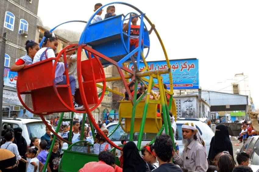 أطفال عدن يعيشون فرحة العيد. (أ ف ب)