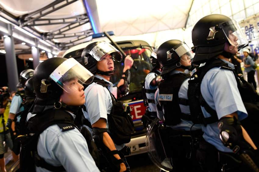 الشرطة تعتقل 5 متظاهرين في مطار هونغ كونغ