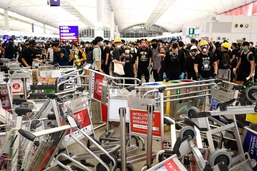 مطار هونغ كونغ يحصل على أمر قضائي يمنع المتظاهرين من تعطيل عمله