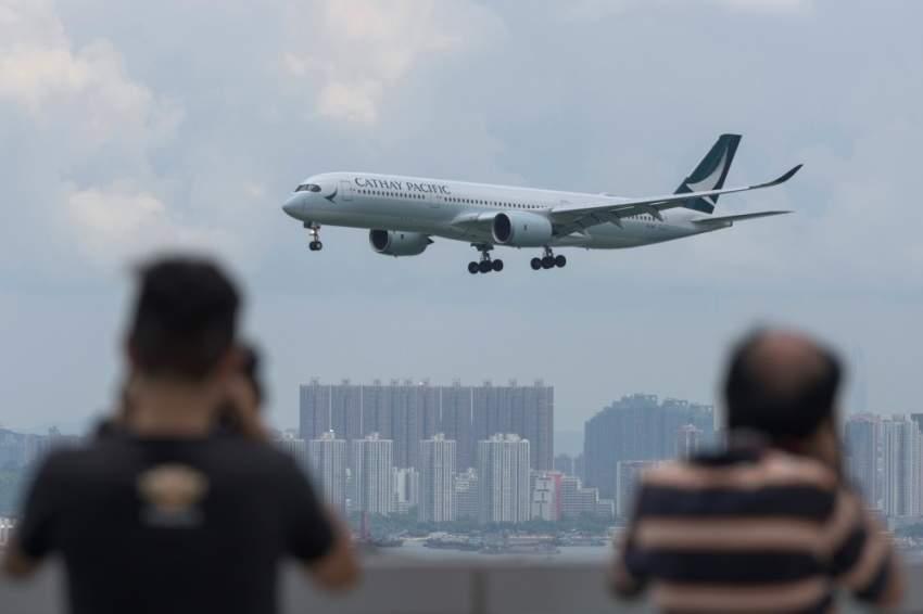 إعادة فتح مطار هونغ كونغ والصين تصف المحتجين بالإرهابيين