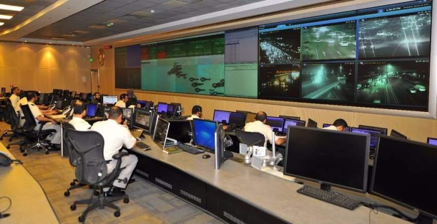 مراكز التحكم والقيادة في شرطة أبوظبي. (الرؤية)