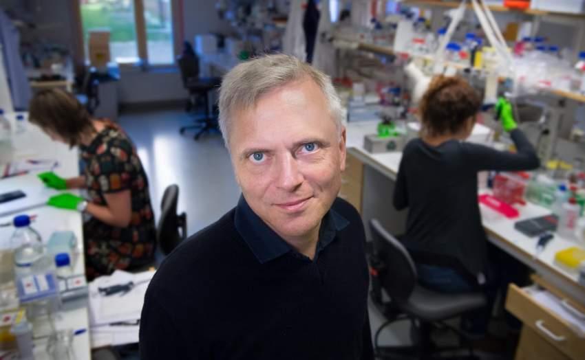 باتريك إرنفورز، الأستاذ في قسم الكيمياء الحيوية الطبية والفيزياء الحيوية بمعهد كارولينسكا.