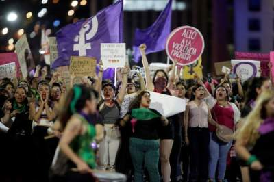 احتجاجات في المكسيك على تعرض قاصرات للاعتداء الجنسي من الشرطة