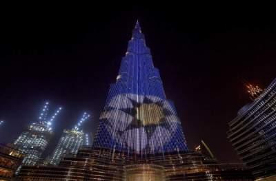 برج خليفة يتزين بشعار رابطة المحترفين الإماراتية