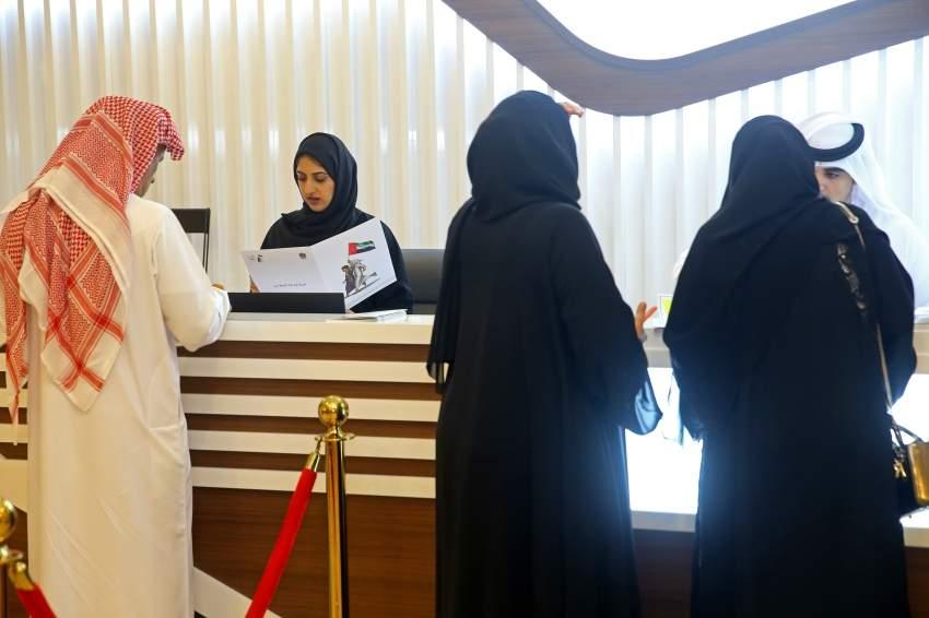 خلال تسجيل طلبات مرشحي انتخابات المجلس الوطني الاتحادي في مقر غرفة أبوظبي. (تصوير: محمد بدرالدين)