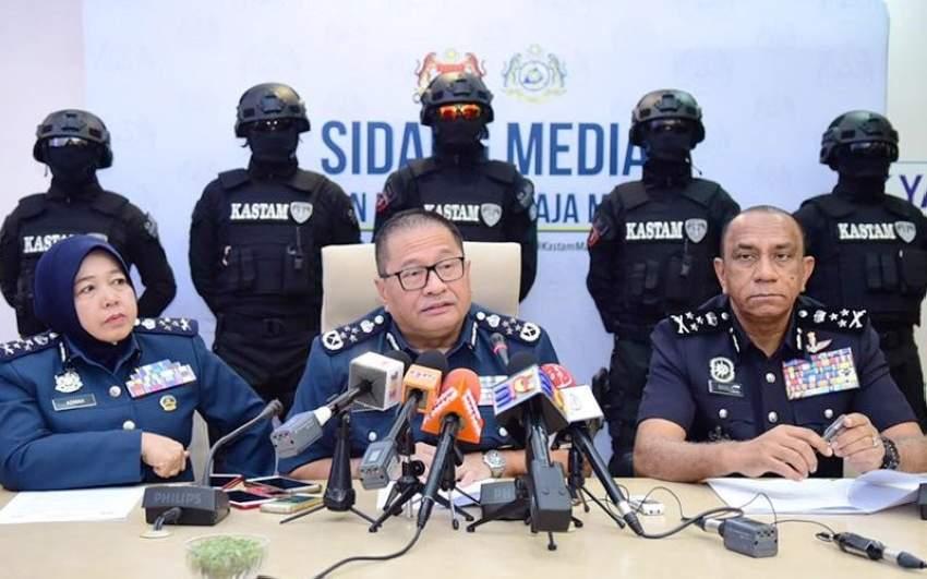 اعتقلت السلطات أربعة ماليزيين وتسعة أجانب خلال العملية