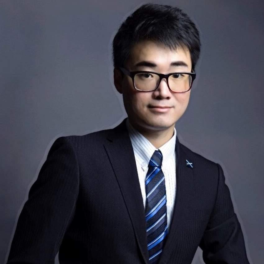 سايمون تشنغ موظف القنصلية البريطانية في هونغ كونغ