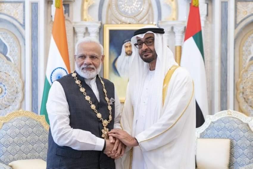 محمد بن زايد يقلد رئيس وزراء الهند «وسام زايد»