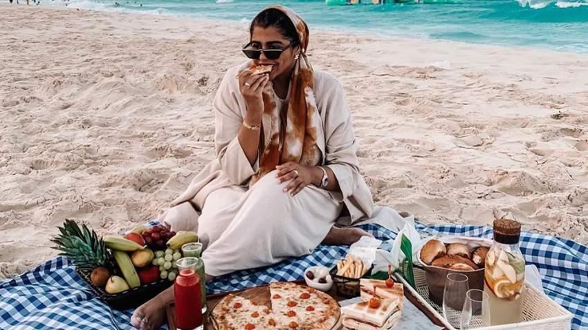 كما تشارك متابعيها عشقها للطعام