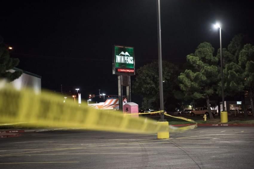 طلاق النار بدأ عندما حاولت سيارة دورية للشرطة وقف آلية على الطريق السريع