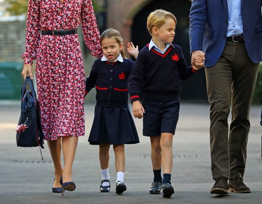 بدأت الأميرة شارلوت ابنة الأمير وليام حفيد ملكة بريطانيا وزوجته كيت الدراسة يوم الخميس حيث التحقت بشقيقها الأكبر الأمير جورج في مدرسة توماس باترسي جنوب غرب لندن. (رويترز)