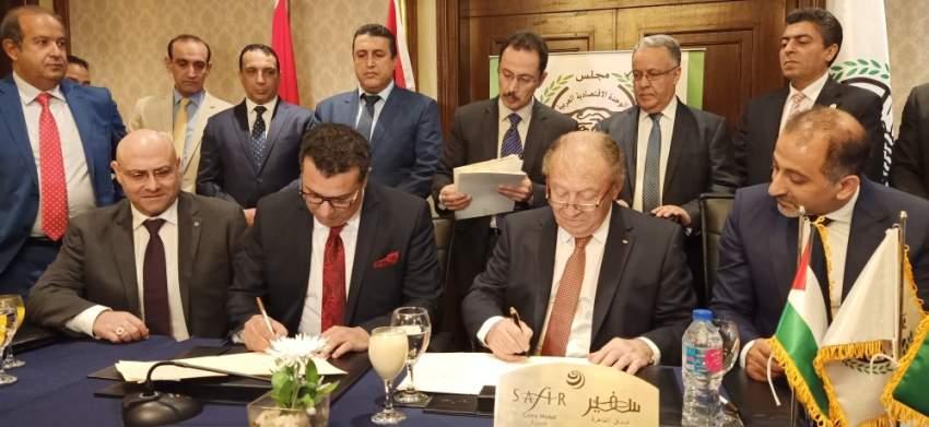 جانب من توقيع بروتوكولات تعاون لدعم الاقتصاد الفلسطيني. (الرؤية)
