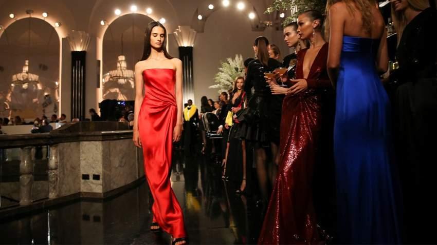 اللون الأحمر كان من بين الألوان المميزة في المجموعة
