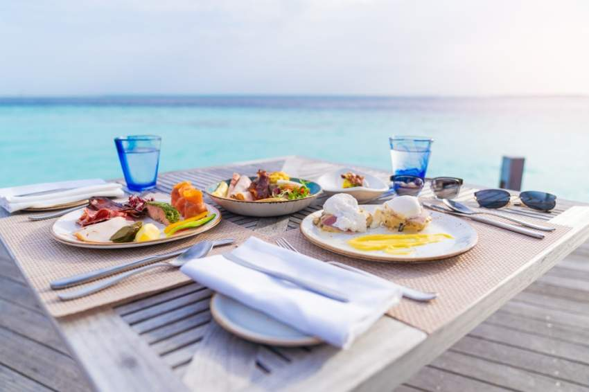 تخيل تناول وجبة إفطارك أمام هذا المنظر في المالديف؟