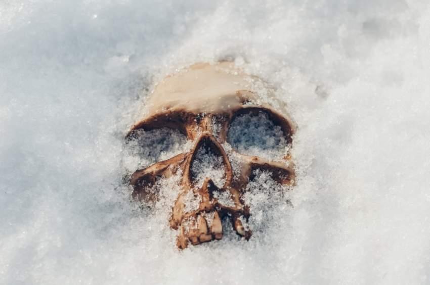 ذوبان صفيحة جليدية يكشف عن رفات بشري قد يكون عائداً لشاب اختفى قبل 43 عاماً