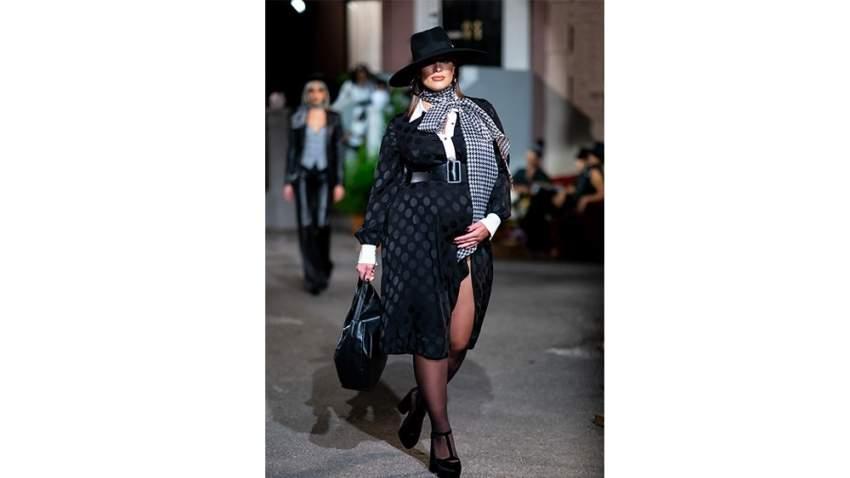 آشلي غراهام في عرض أزياء تومي هيلفيغر