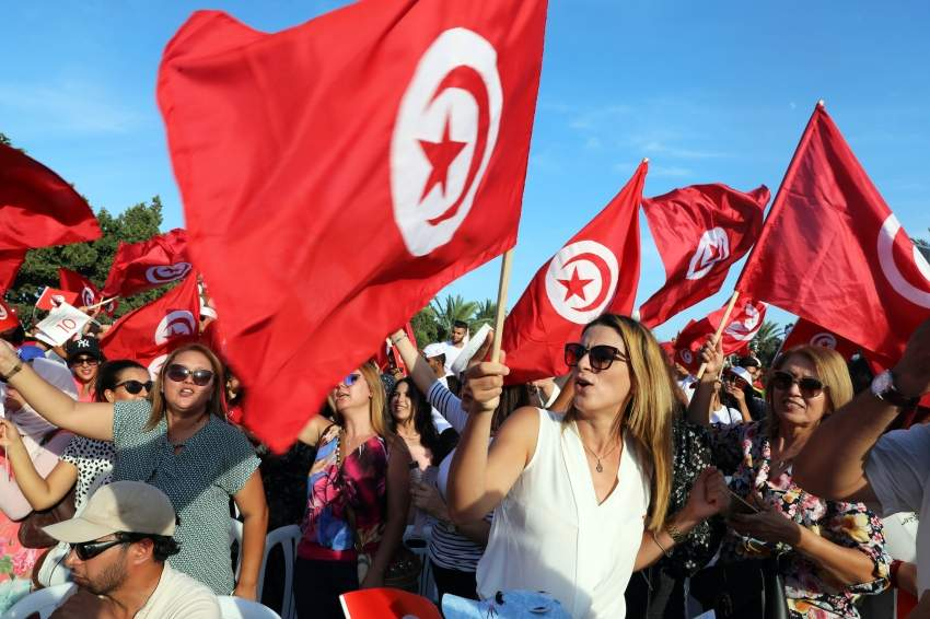 epa07826666 Supporters of Tunisia's former defence minister and presidential candidate Abdelkrim Zbidi during his presidential electoral campaign in Monastir, Tunisia, 07 September 2019. The first round of the presidential election in Tunisia will be held on 15 September. EPA/MOHAMED MESSARA