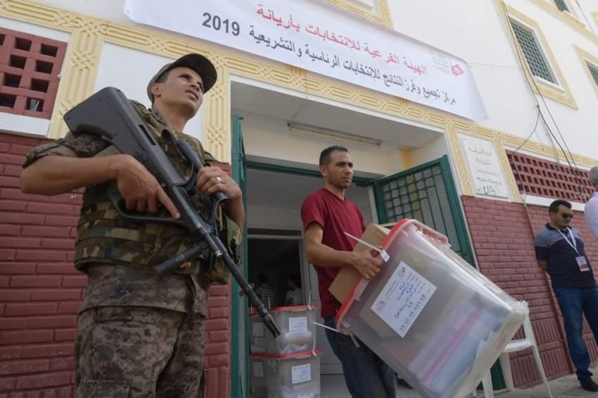 تونس تصوت وتنشر 70 ألف عنصر أمن لتأمين انتخابات الرئاسة