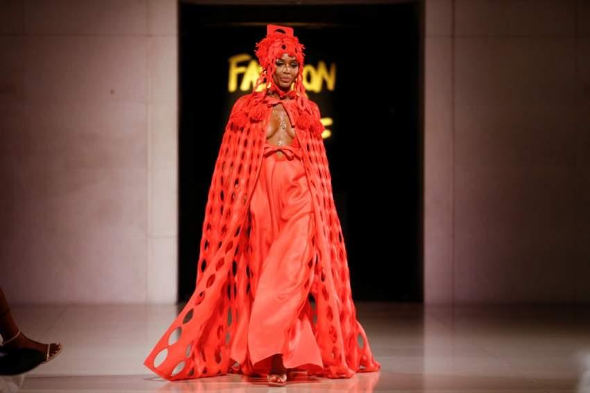 ناومي كامبل في عرض أزياء خيري في لندن - أ ف ب