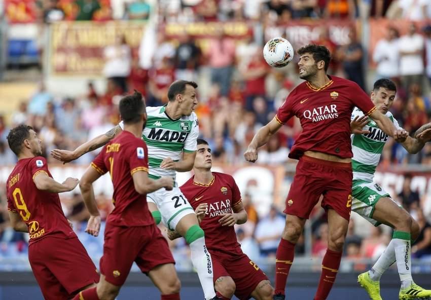 من مباراة روما وساسوولو. (أ ف ب)