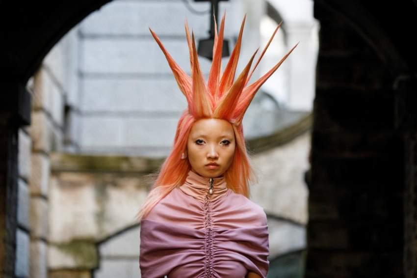 الغرابة سيطرت على عرض أزياء Fyodor Golan في اليوم الثاني من أسبوع الموضة في لندن لربيع وصيف 2020