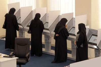 صورة أرشيفية لعمليات التصويت إلكترونياً في الدورة الماضية من انتخابات المجلس الوطني الاتحادي.