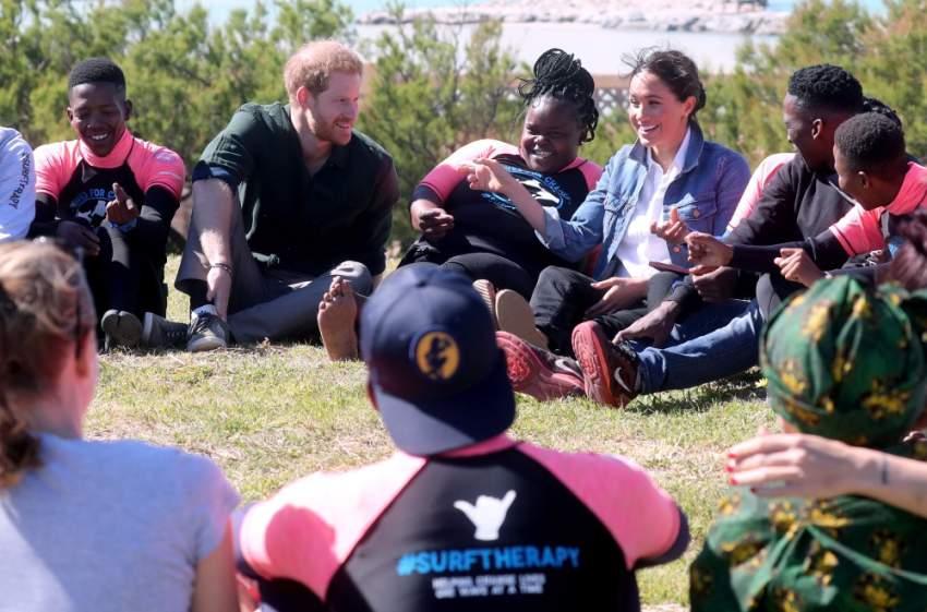 خلال اللقاء حرص كل من دوق ودوقة سوسكس على ممارسة بعض الألعاب مع أعضاء المنظمة