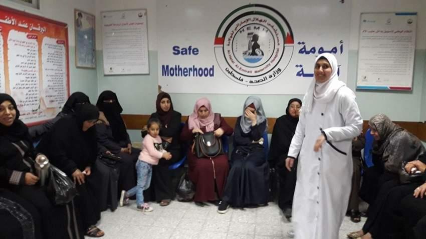 أمهات بالمستشفى الإماراتي في غزة. (الرؤية)