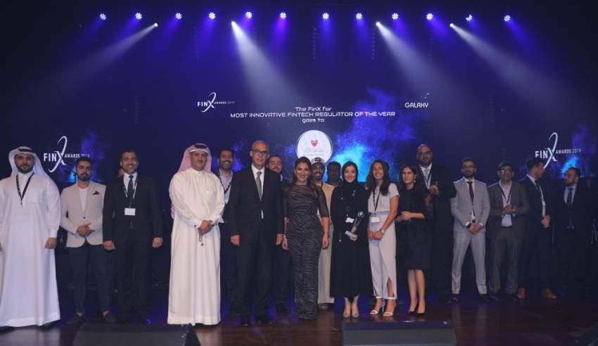 """تكريم رواد القطاع من الأفراد والمؤسسات في حفل توزيع جوائز """"فينكس 2019"""". (الرؤية)"""