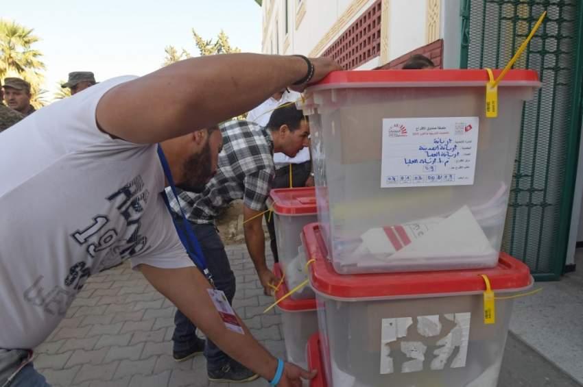 تونس تنتخب برلماناً جديداً في مناخ سياسي متوتر