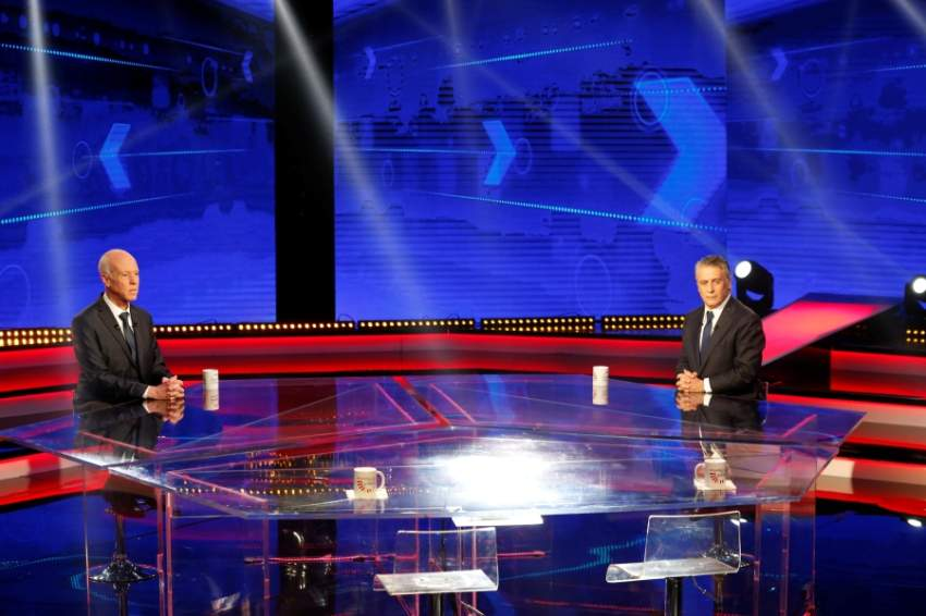 القروي (يمين) خلال مناظرة مع قيس الجمعة ( رويترز)