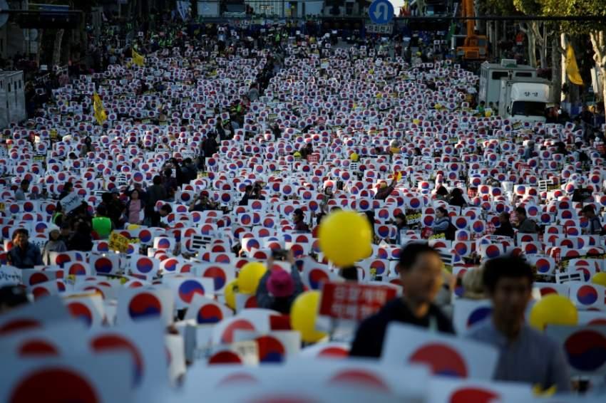 كوريا الجنوبية: آلاف المتظاهرين في الشوارع بسبب فضيحة تتعلق بوزير العدل