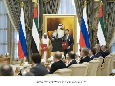 محمد بن زايد و الرئيس الروسي يشهدان تبادل إتفاقيات ومذكرات تفاهم بين البلدين. وام