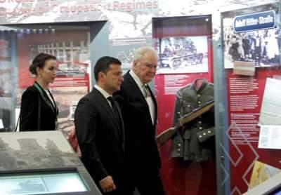زيلينسكي يزو متحف لاتفيا في ريغا (إي بي أيه)