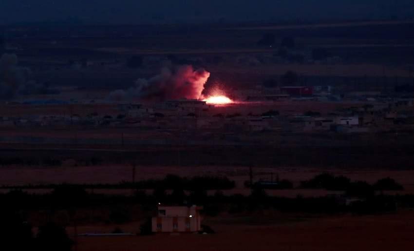 نيران ودخان يتصاعدان جراء قصف تركي لسوريا الخميس. (إي بي أيه)