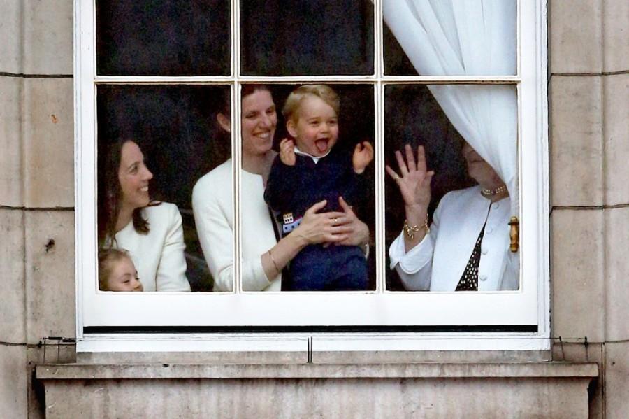 """ولد الأمير جورج في مثل هذا اليوم عام 2013 في لندن، وهو الطفل الأول للزوجين، وكذلك الحفيد الأول لتشارلز أمير ويلز، والراحلة ديانا أميرة ويلز وهو الثالث في خط الوصول إلى العرش الملكي الذي تعتليه جدته الملكة إليزابيث الثانية وكذلك جده وأبيه وقد وصفته صحيفة واشنطن بوست بأنه """"الطفل الأكثر شهرة في العالم."""""""