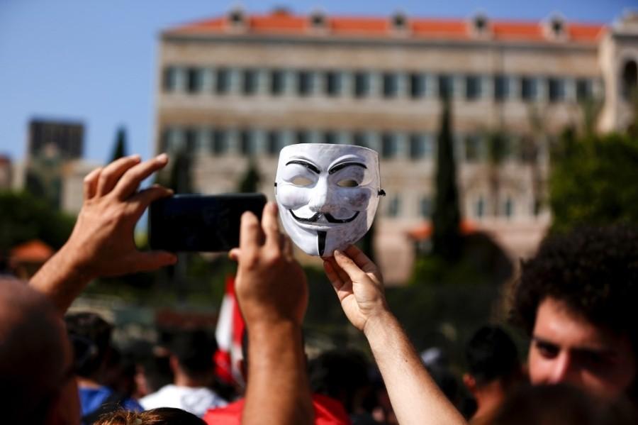 قناع المقاومة حاضراً في الاحتجاجات