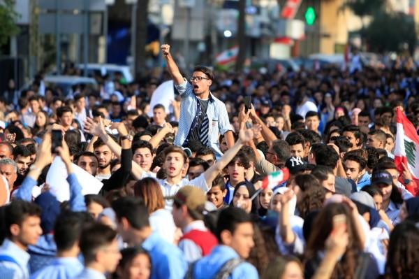 تظاهرات الطلاب أعطت زخماً جديداً للحراك الشعبي في لبنان. (رويترز)