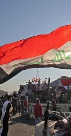 متظاهرون عراقيون في بغداد. (أ ف ب)