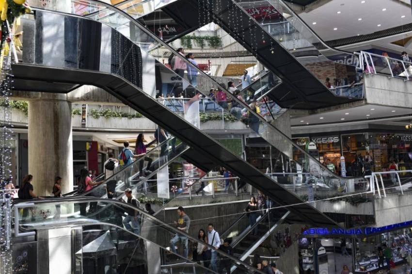 أحد المراكز التجارية في كاراكاس (عاصمة فنزويلا).