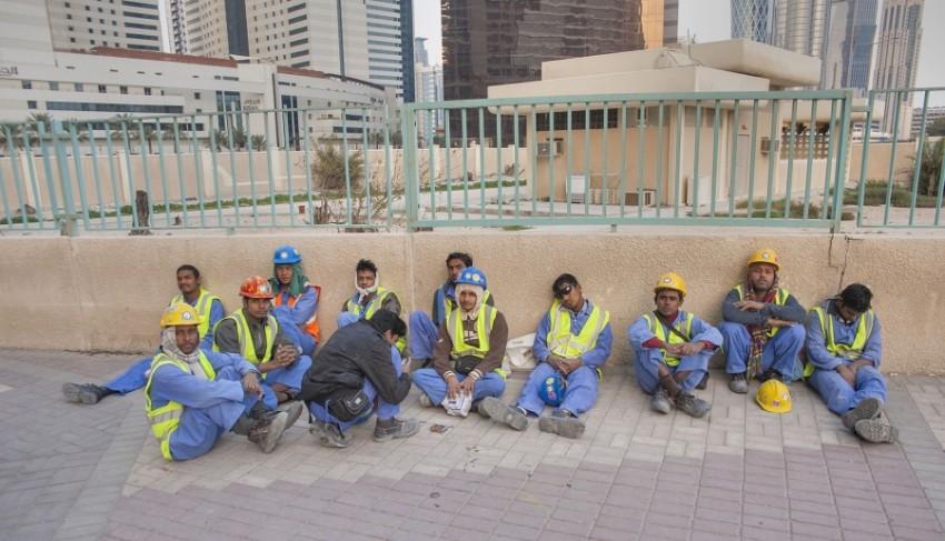 عمال وافدون في قطر يعملون في ظروف سيئة. (أرشيفية)