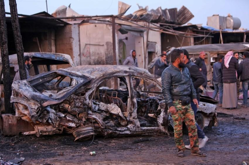 سيارة محترقة إثر تفجير قنبلة في المنطقة الحدودية بين تركيا وسوريا. (إي بي أيه)