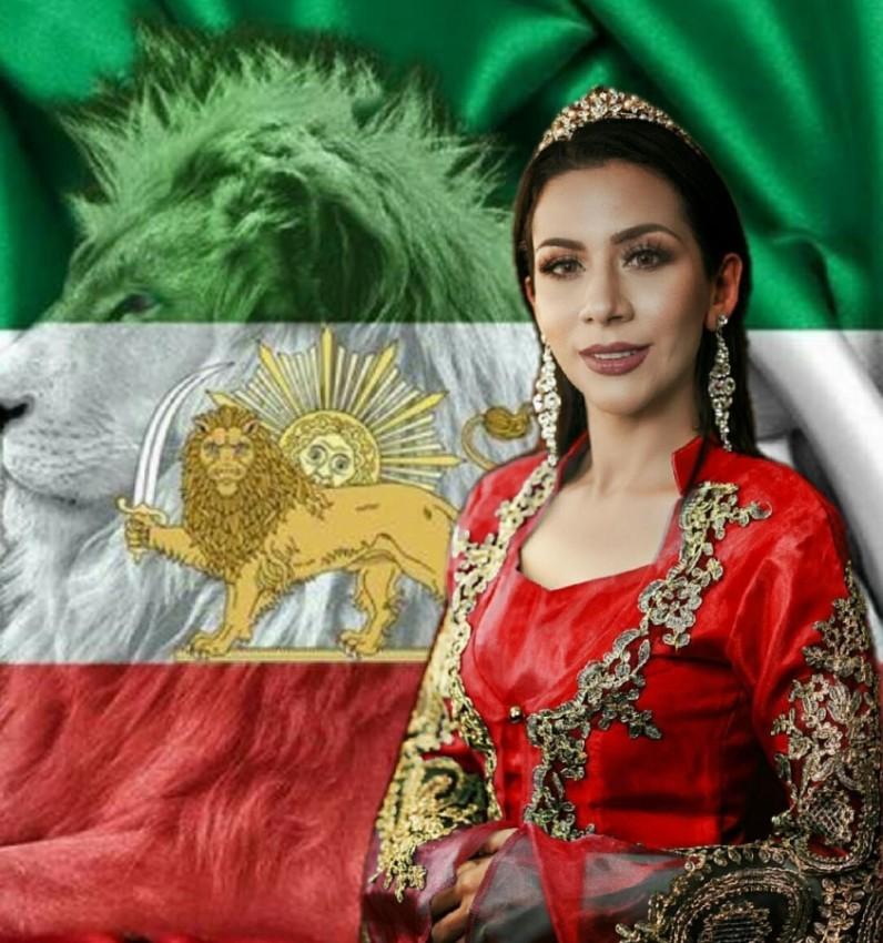 ملكة جمال إيران السابقة، بهاره زاري بهاري بجوار علم ايران في زمن الشاه