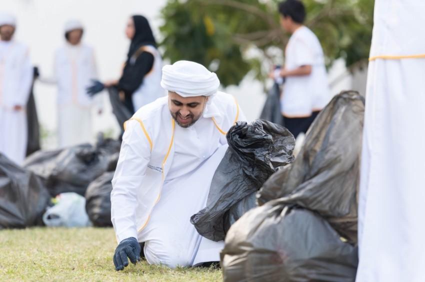 ذياب بن محمد بن زايد خلال مشاركته في المبادرة. (وام)