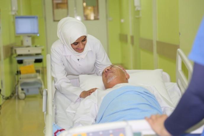 انخفاض الرواتب والجهد الجسدي والنفسي المبذول أبرز تحديات العمل في قطاع التمريض. (الرؤية)