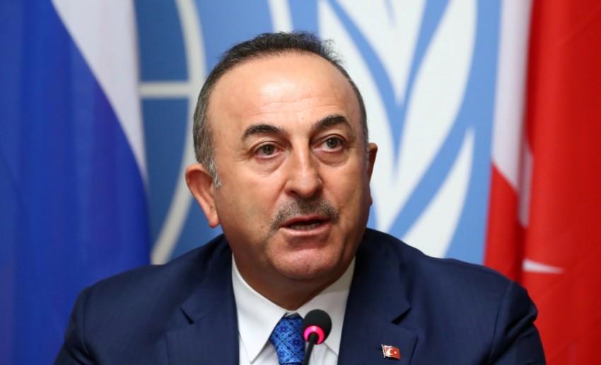 وزير الخارجية التركي مولود تشاووش أوغلو خلال مؤتمر صحفي في جنيف. (رويترز)