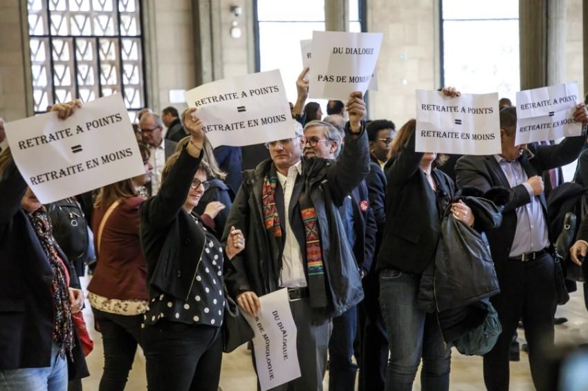 اعضاء الاتحاد العام للسفر يطالبون بإصلاح نظام التقاعد (إي بي أيه)