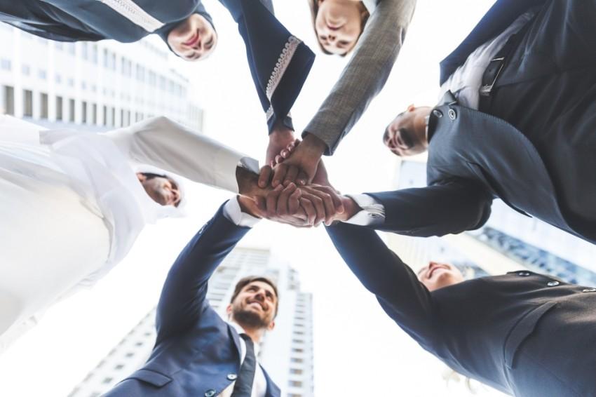توفر السيولة يضمن للشركات الصغيرة والمتوسطة الاستمرار في السوق. (الرؤية)