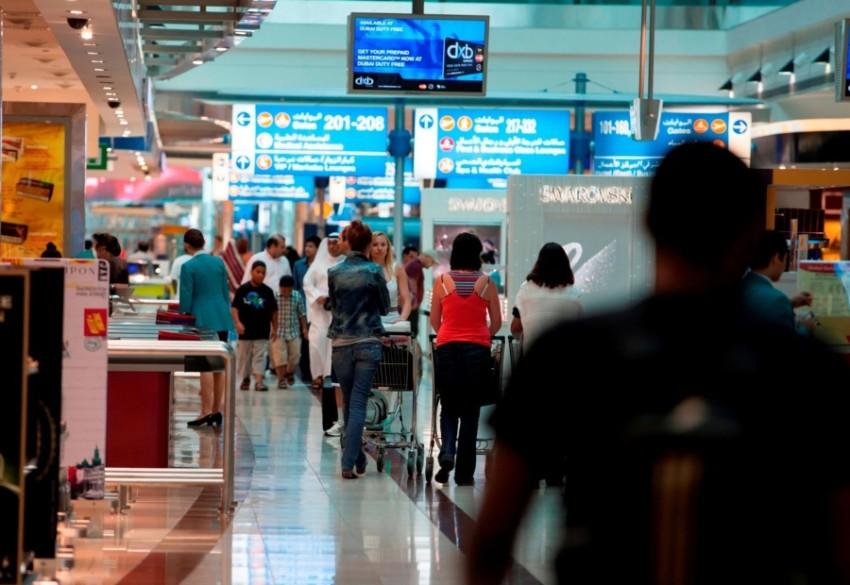 «التسجيل التلقائي» يقلص الفترة الزمنية التي يستغرقها مرور المسافرين بطريقة مبتكرة. (وام)