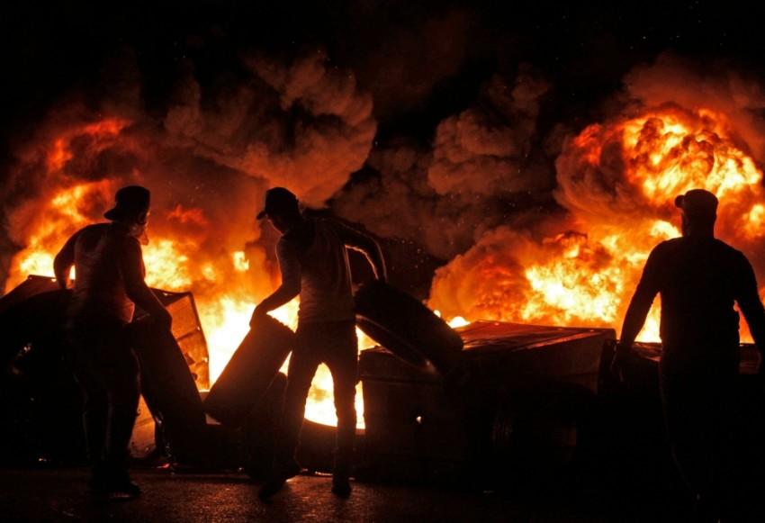 العنف يطل برأسه مجدداً على الحراك الشعبي في لبنان. (أ ف ب)